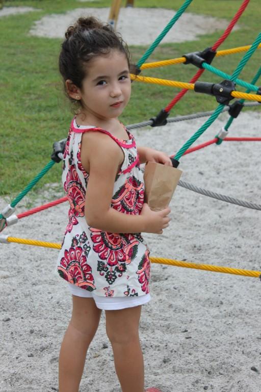 Los niños disfrutan las tardes, asistiendo al nuevo parque.