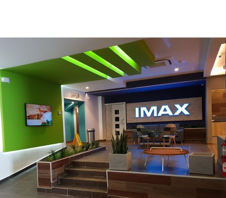 La tecnología IMAX ofrece un formato en el que la calidad de la imagen, sonido y campo de visión, convierten la visita al cine, en una experiencia mucho más real.