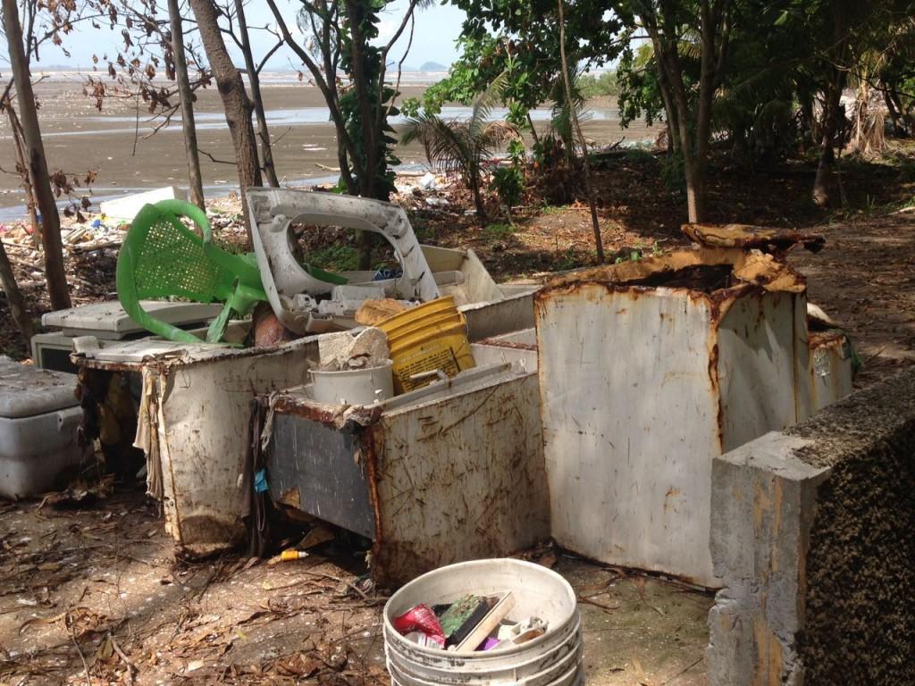 Desechos de todo tipo y tamaño, son arrastrados hasta las playas de CDE.