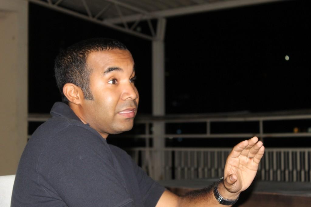 Yosimar Terrero, vecino e ingeniero ambiental sostiene que las obras están distantes a las raíces de las palmeras.
