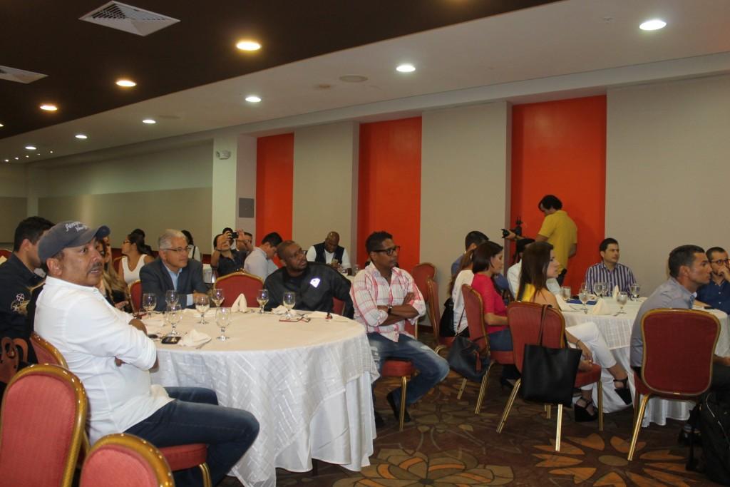 El evento reunió a periodistas y generadores de contenido para mantener al tanto a la comunidad de los avances y cambios en las obras.
