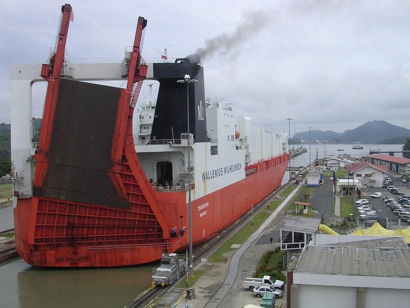 El tráfico a través de las primera esclusas continúa siendo soporte para la economía nacional