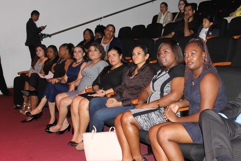 Algunas de las 13 participantes en el diplomado de Producción Cinematográfica estuvieron presentes en la gala compartiendo la celebración con sus familiares