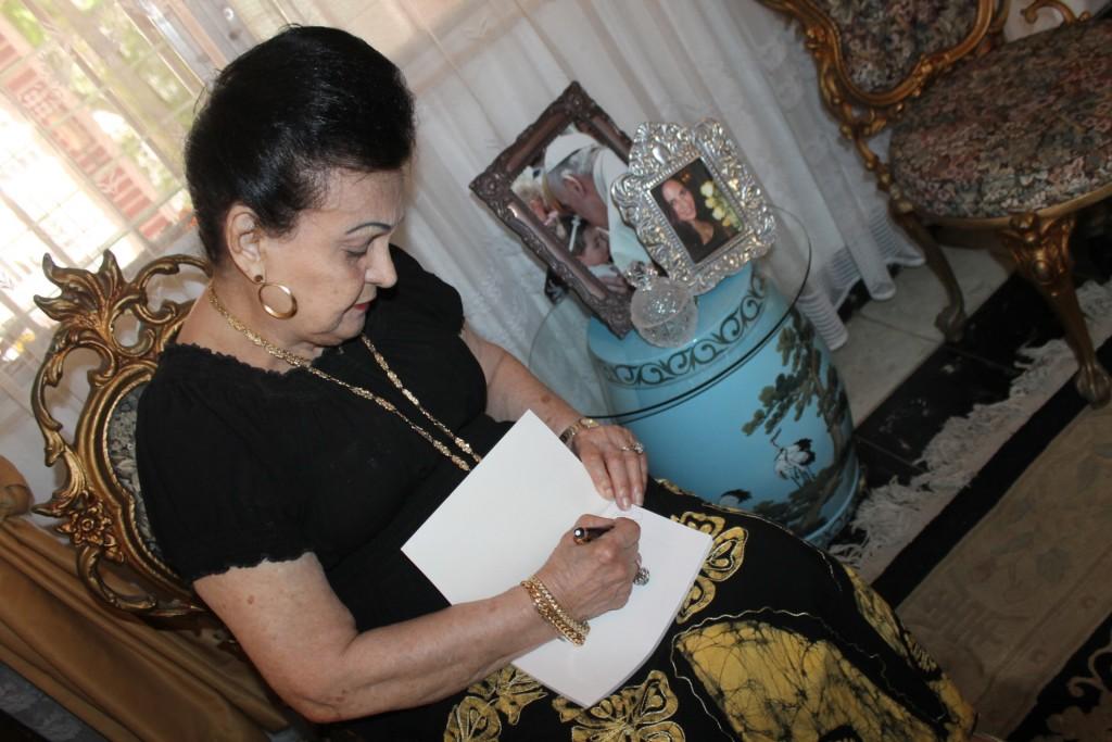"""Doris Vargas: """"Yo estoy muy orgullosa de mis hijas; amo a mis nietos y bisnietos"""". """"Vivo activa, acompañando a mi hija Nadja en sus actividades""""."""