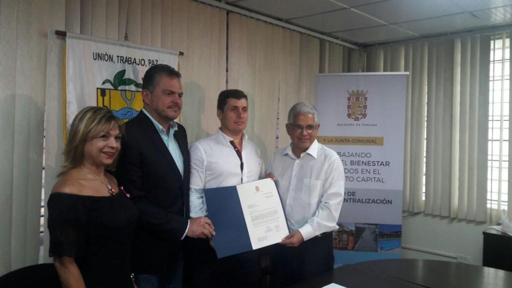 Alcalde José Blandón entrega Orden de Proceder para revitalización de aceras de San Francisco.