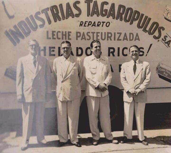 Don Theodoro, Don Antonio, Don Athalacio y Don Pablo Tagarópulos.
