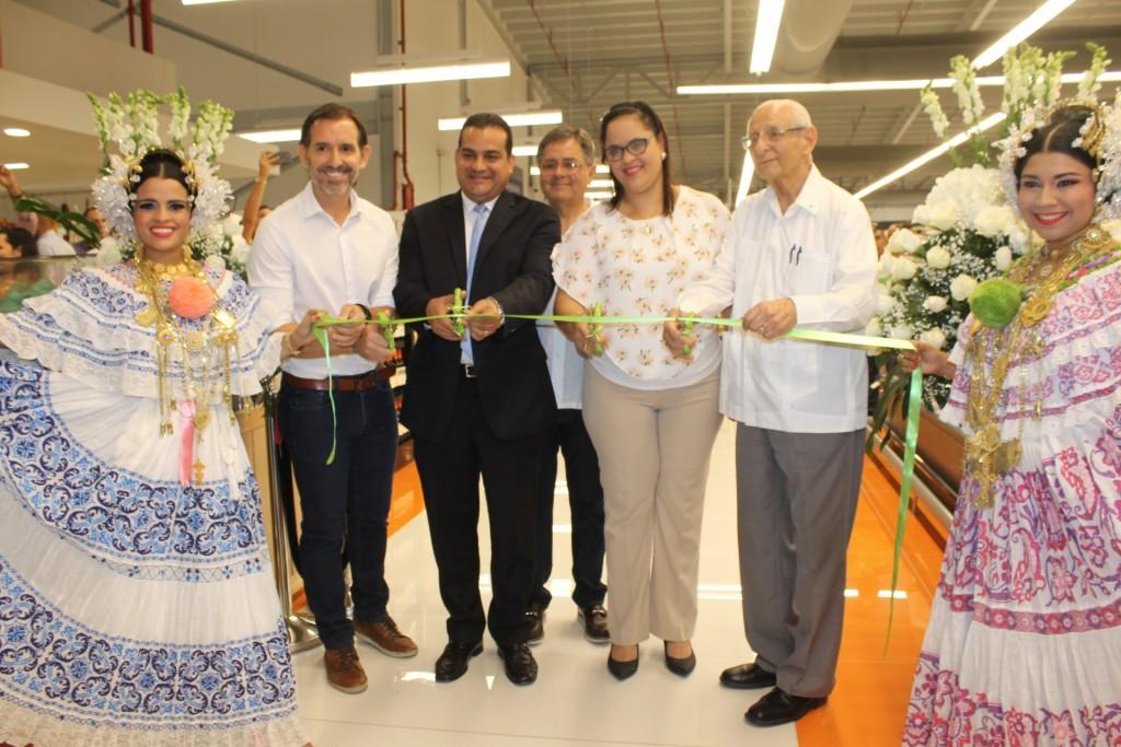 La inversión de Grupo Rey en esta nueva tienda ubicada en la avenida Centenario de Costa del Este, superó los 22 millones de dólares.