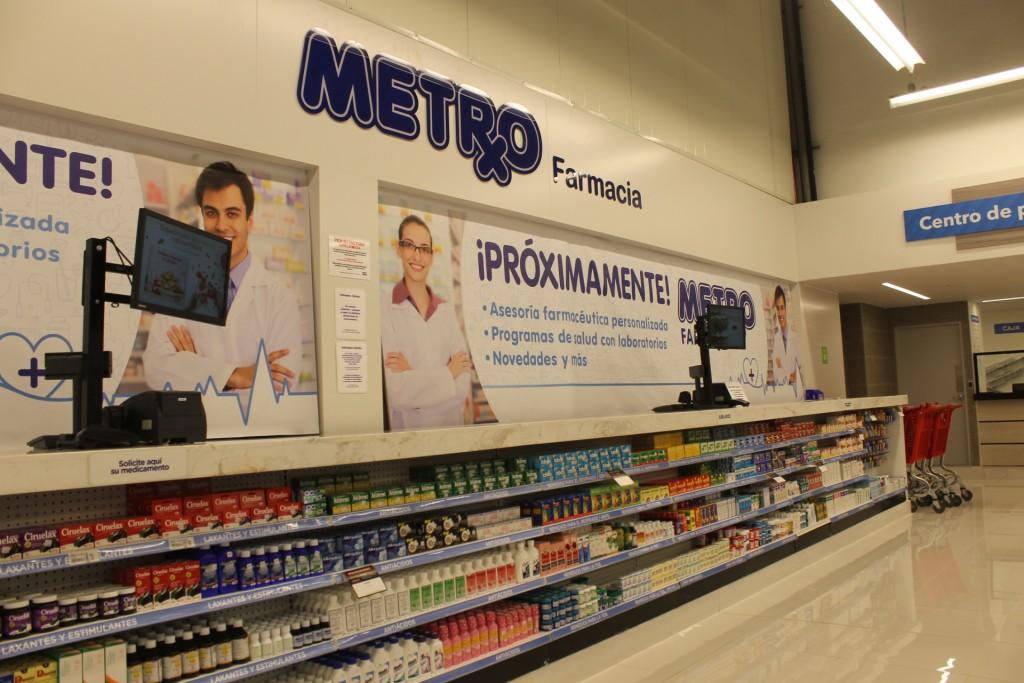 Se ofrecen también dentro del supermercado, servicios de farmacia y multipagos.