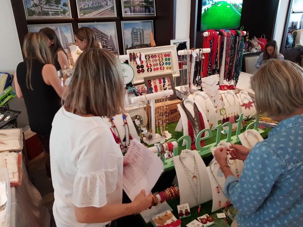 Por quinto año consecutivo Santa María Golf & Country Club abrió sus puertas para presentar lo mejor de la decoración, bisutería, artículos personales, ropa, vestidos de baño y comida artesanal a su distinguida lista de invitados.