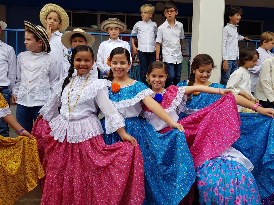 Parte del coro de niños Santa Teresita.