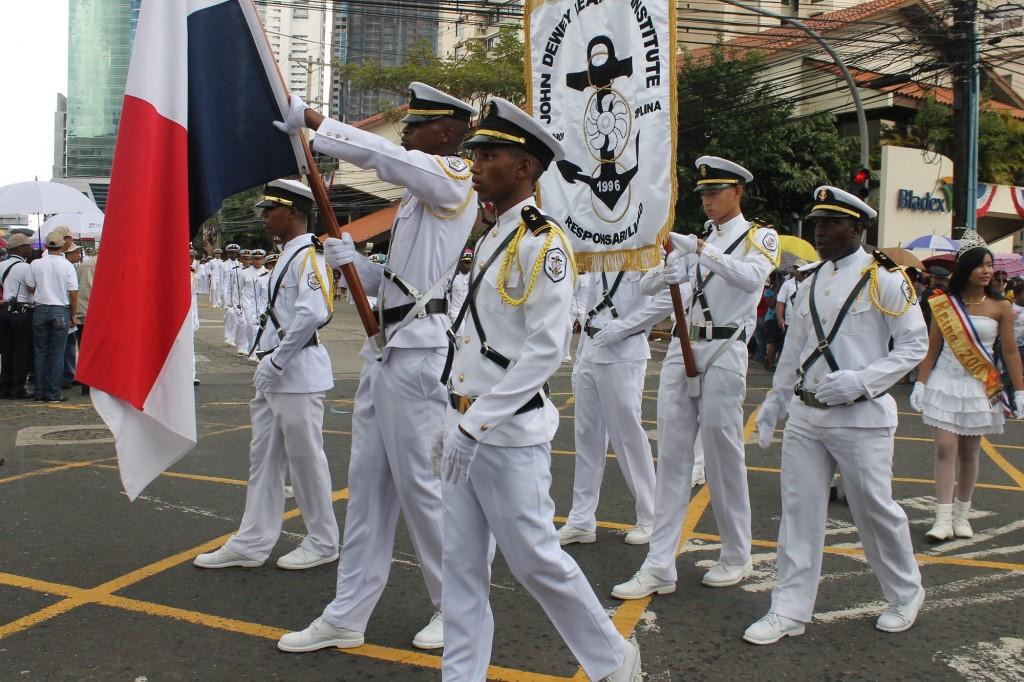 La solemnidad de las bandas estudiantiles y privadas destaca en estas fechas.