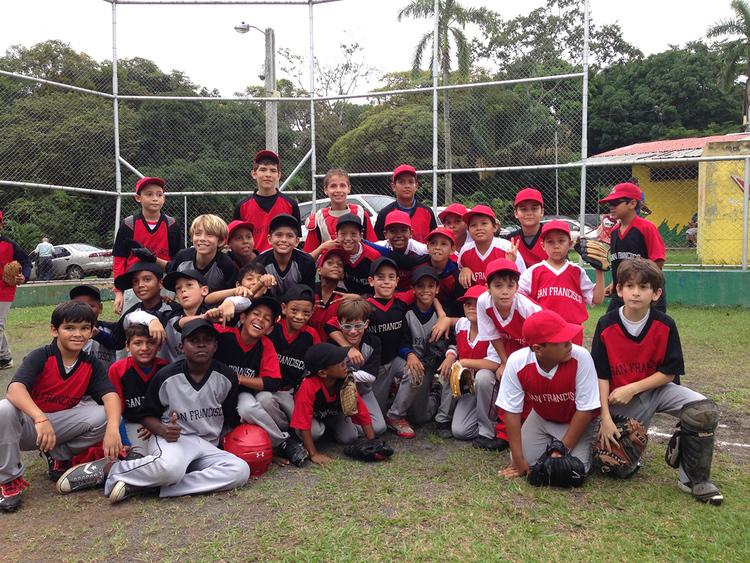 Liga Infantil de Béisbol de San Francisco de más un centenar de niños que residen en Boca La Caja, San Sebastián, Calidonia y Parque Lefevre.