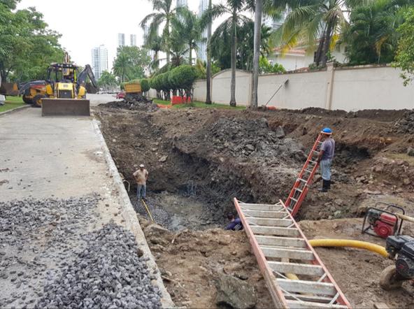 Una vez que finalicen los trabajos frente al residencial Antigua, continuarán un poco más adelante, frente a Riba Smith, pero serán menos aparatosos | Foto: AR
